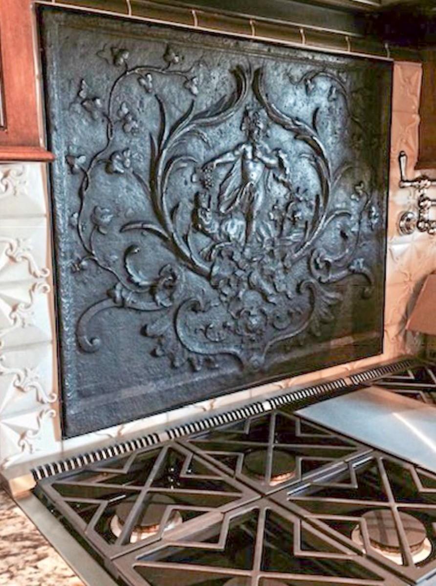 Fremont, California: Haardplaat als spatscherm boven het fornuis, geleverd door https://www.haardplaat.com