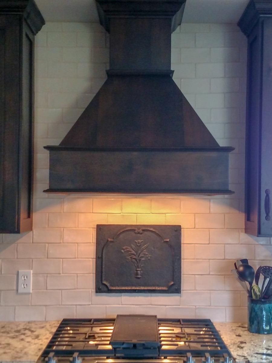 Ionia, Michigan: Haardplaat als spatscherm boven het fornuis, geleverd door https://www.haardplaat.com